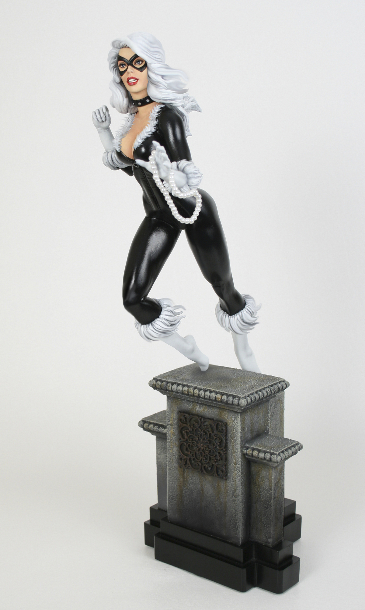 RETRO BLACK CAT STATUE