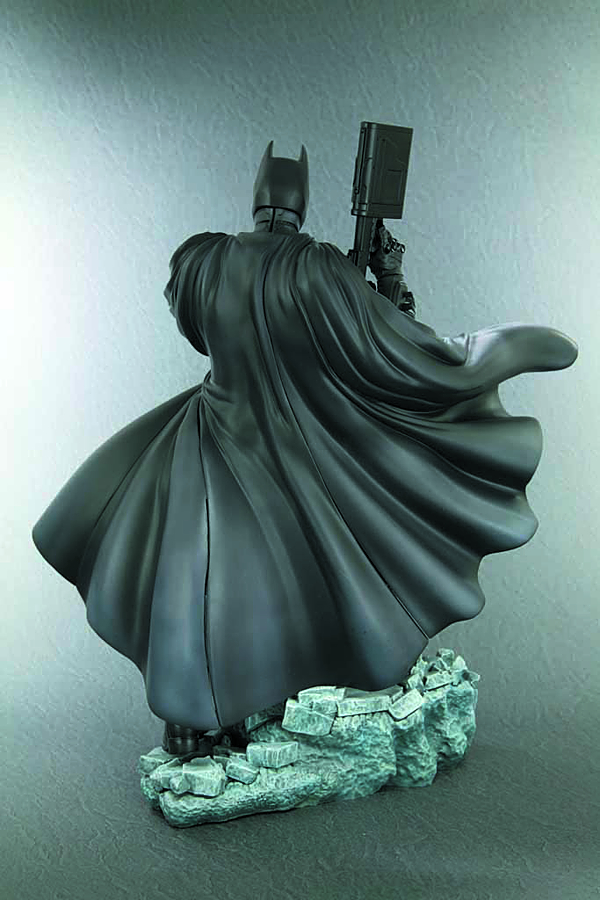 DARK KNIGHT RISES BATMAN ARTFX STATUE