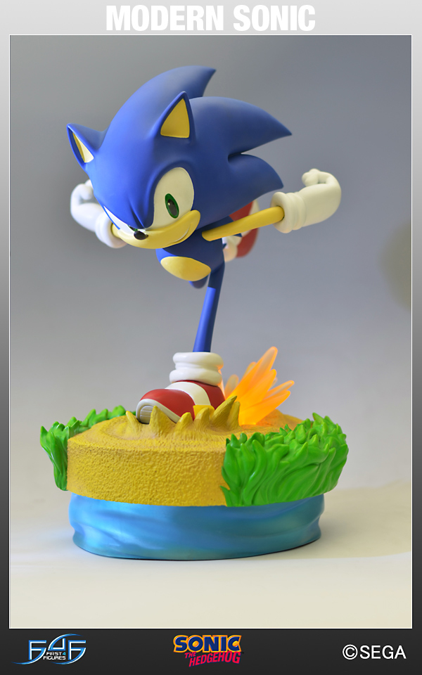 SONIC THE HEDGEHOG MODERN SONIC STATUE