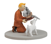 TINTIN BOX SCENE -TINTIN HOLDING THE UNICORN
