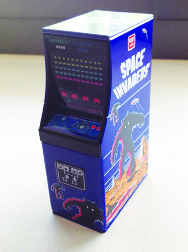 SPACE INVADERS CABINET CANDY TIN 12CT DISP