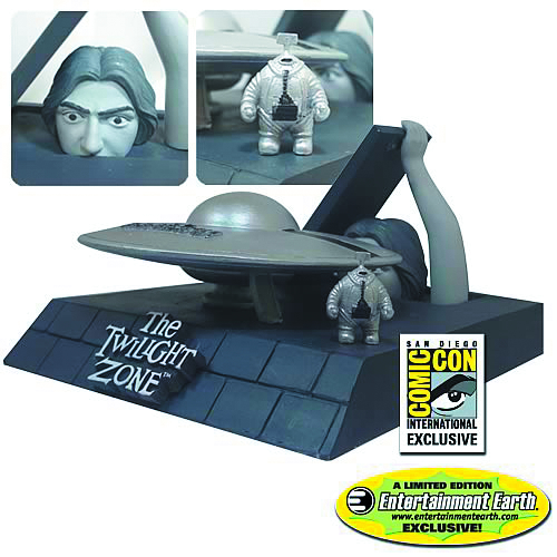 TWILIGHT ZONE INVADERS DIORAMA SDCC SET