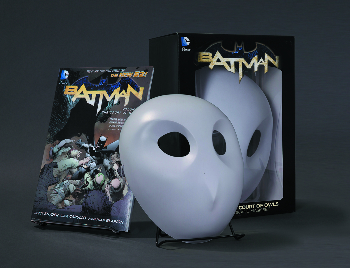 BATMAN COURT OF OWLS BOOK & MASK SET