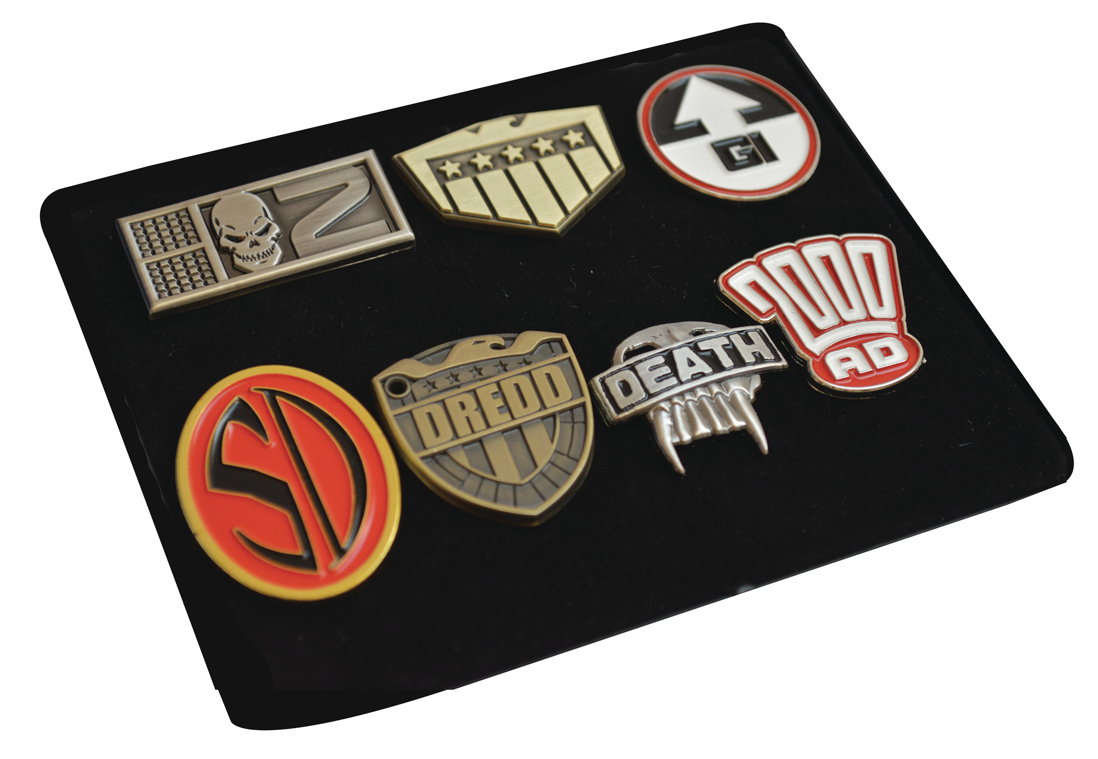 2000 AD METAL PIN BADGE SET