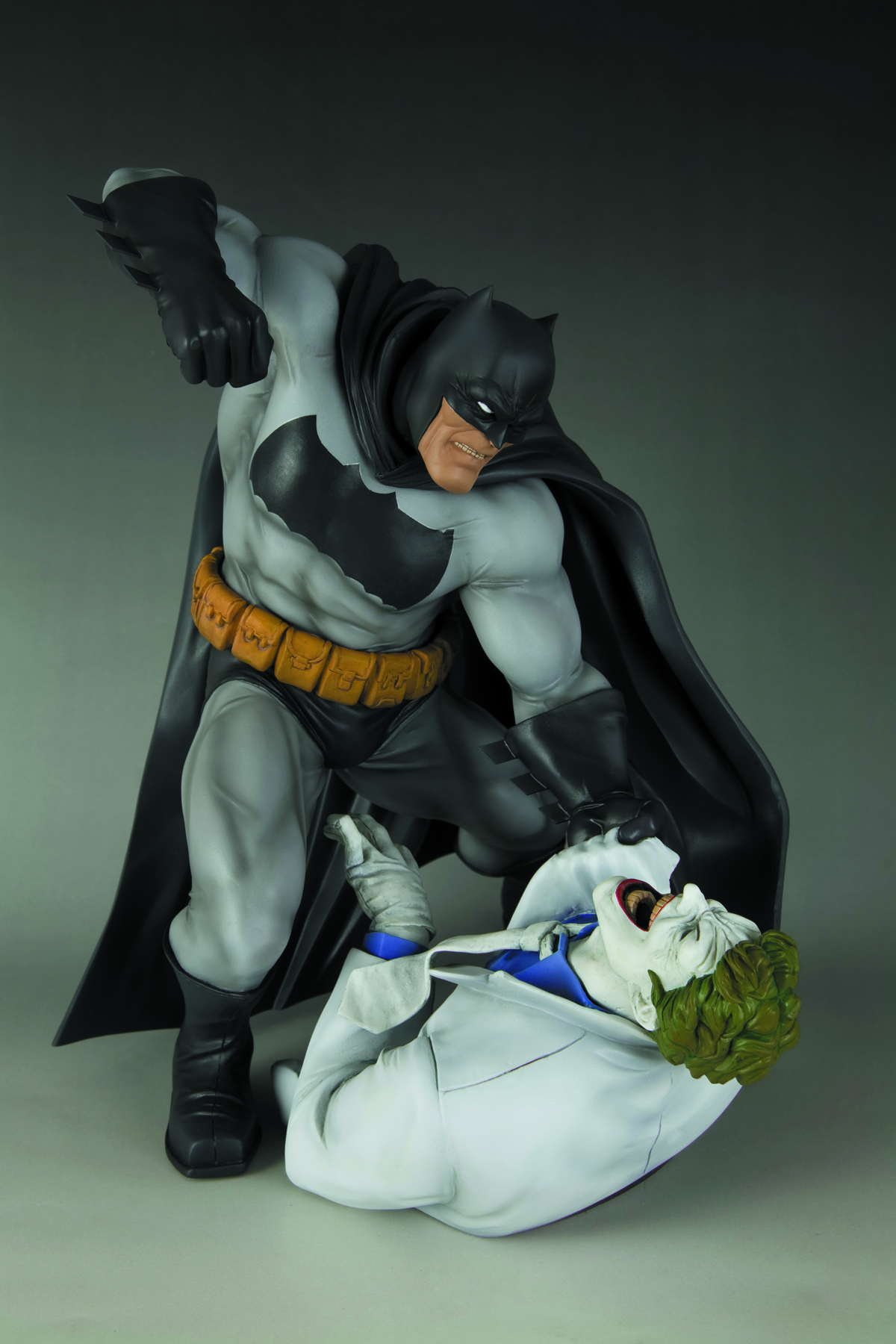 PREVIEWSworld - DARK KNIGHT RETURNS BATMAN VS JOKER ARTFX ...