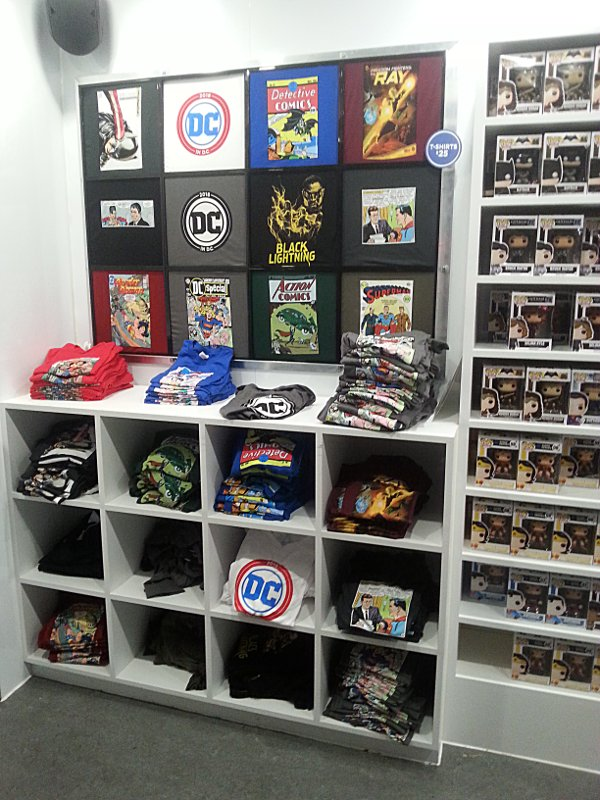T-Shirt display in Pop-Up Store